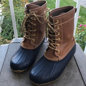 Khombu Letty Tan & Navy Duck Boots - Size 6